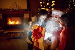 有魔术礼物的圣诞老人 库存图片