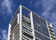 有鲍豪斯建筑学派样式的新的解释的现代摩天大楼在Te 免版税库存图片