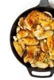 有鸡的煎锅 库存图片