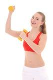 有黄色哑铃的美丽的妇女 免版税库存图片