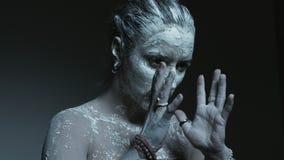 有黑眼睛跳舞的恶魔般的巫婆 股票视频