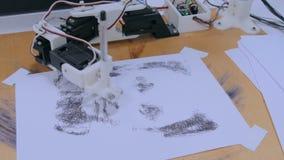 有黑笔图画画象的机器人胳膊