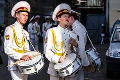 有鼓的两个乏味军校学生 库存照片