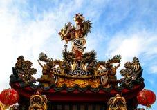 有龙的中国寺庙屋顶 免版税图库摄影