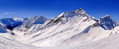 有登上Berrio Blanc,登上Favre和Val d'Orgeres的全景 库存图片