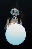 有水下的球形的水肺妇女 库存照片