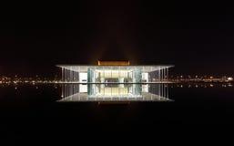有1001个位子的现代被设计的巴林国家戏院 免版税库存照片