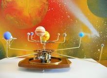 有10个行星的太阳系仪时钟 免版税图库摄影