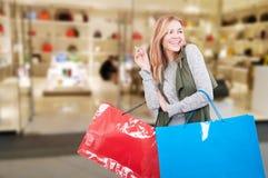 有购买的可爱的女孩在购物中心请求 库存照片