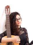 有经典吉他的吉他弹奏者妇女 库存照片