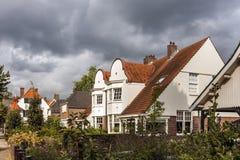 有经典房子的街道 免版税图库摄影