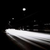 有移动交通光的隧道在黑白 免版税库存图片
