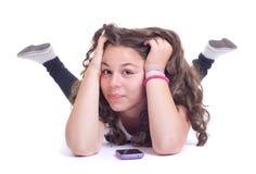 有移动电话的十几岁的女孩 图库摄影