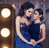 有黑发的两个美丽的女孩在豪华礼服 库存图片