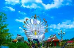 有18只手上帝雕象的观音工业区,酸值苏梅岛,素叻他尼Wat Plai Laem寺庙 库存图片