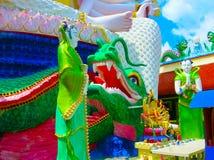 有18只手上帝雕象的观音工业区,酸值苏梅岛,素叻他尼Wat Plai Laem寺庙 免版税图库摄影