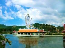 有18只手上帝雕象的观音工业区,酸值苏梅岛,素叻他尼Wat Plai Laem寺庙 库存照片