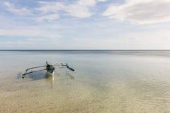 有3只鸟的菲律宾小船 免版税图库摄影