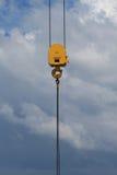 有45吨的耐用起重机勾子工作负担 免版税图库摄影