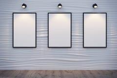 有3块白色帆布的抽象装饰波浪墙壁 免版税库存图片