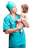 有婴孩的外科医生 图库摄影