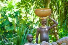 有婴孩的部族非洲妇女 库存图片