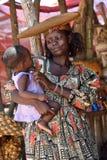 有婴孩的,纳米比亚赫勒娄族妇女 免版税库存图片