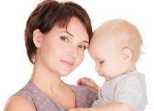 有婴孩的年轻俏丽的母亲 库存图片