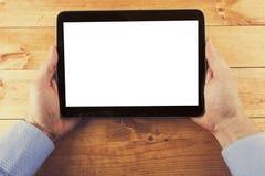 有黑屏的数字式片剂在木桌上的手上 库存照片