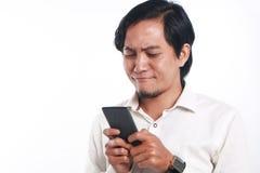 有他巧妙的电话的亚裔人 免版税图库摄影