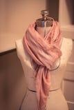 有围巾的裁缝躯干 库存照片