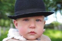 有黑帽会议的男婴 库存照片
