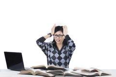 有紧张的学生许多第1个问题 免版税图库摄影