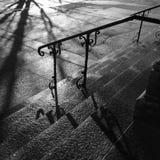 有阴影的教会台阶 库存图片
