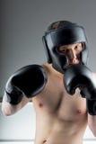 有黑手套的拳击手 库存照片