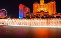有巴黎拉斯维加斯旅馆的贝拉焦` s著名喷泉在背景中 库存图片