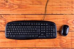 有黑无线老鼠的特写镜头宏观黑个人计算机键盘 图库摄影