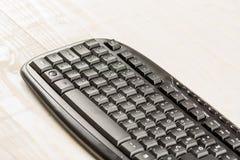 有黑无线老鼠的特写镜头宏观黑个人计算机键盘 免版税库存照片