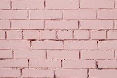 有破旧的油漆的桃红色砖墙 免版税库存照片