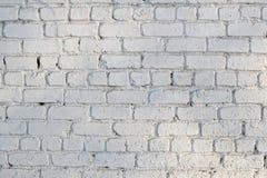 有破旧的油漆的老白色砖墙 免版税库存图片