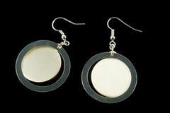 有水晶的银色耳环 免版税库存照片
