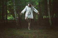 有黑暗的力量的可怕女孩 库存图片