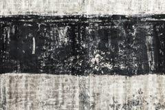 有黑条纹的脏的灰色混凝土墙 库存照片