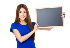 有黑板的妇女举行 免版税库存图片