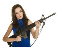 有攻击步枪的少妇 库存照片