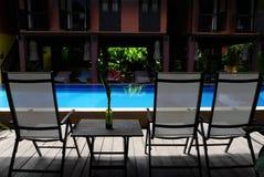 有水池的热带样式房子 免版税库存照片