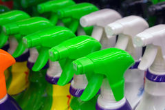 有洗涤剂的五颜六色的浪花瓶 免版税库存照片