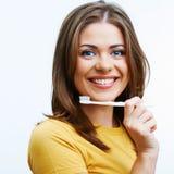 有暴牙的刷子的妇女 免版税库存照片