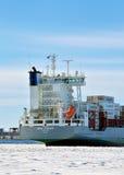 有货物的一艘巨大的船 免版税图库摄影
