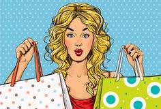 有购物袋的流行艺术白肤金发的妇女在手上 背景看板卡问候页购物模板时间普遍性万维网 库存照片